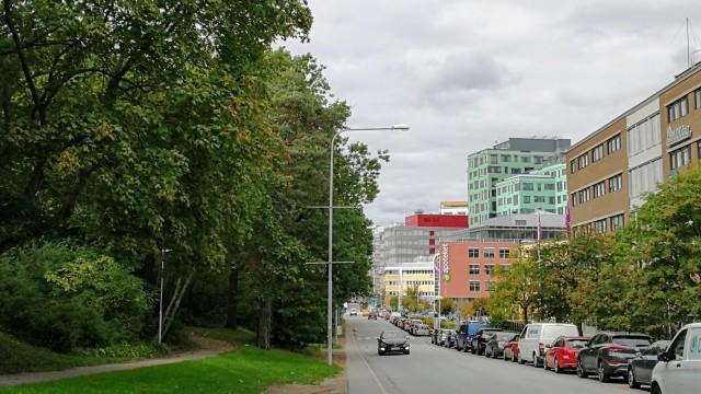 Dalvägen med Vasalundsparken till vänster och Arenastaden till höger